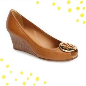 Tory Burch Sally 2 royal tan & gold wedges size 8